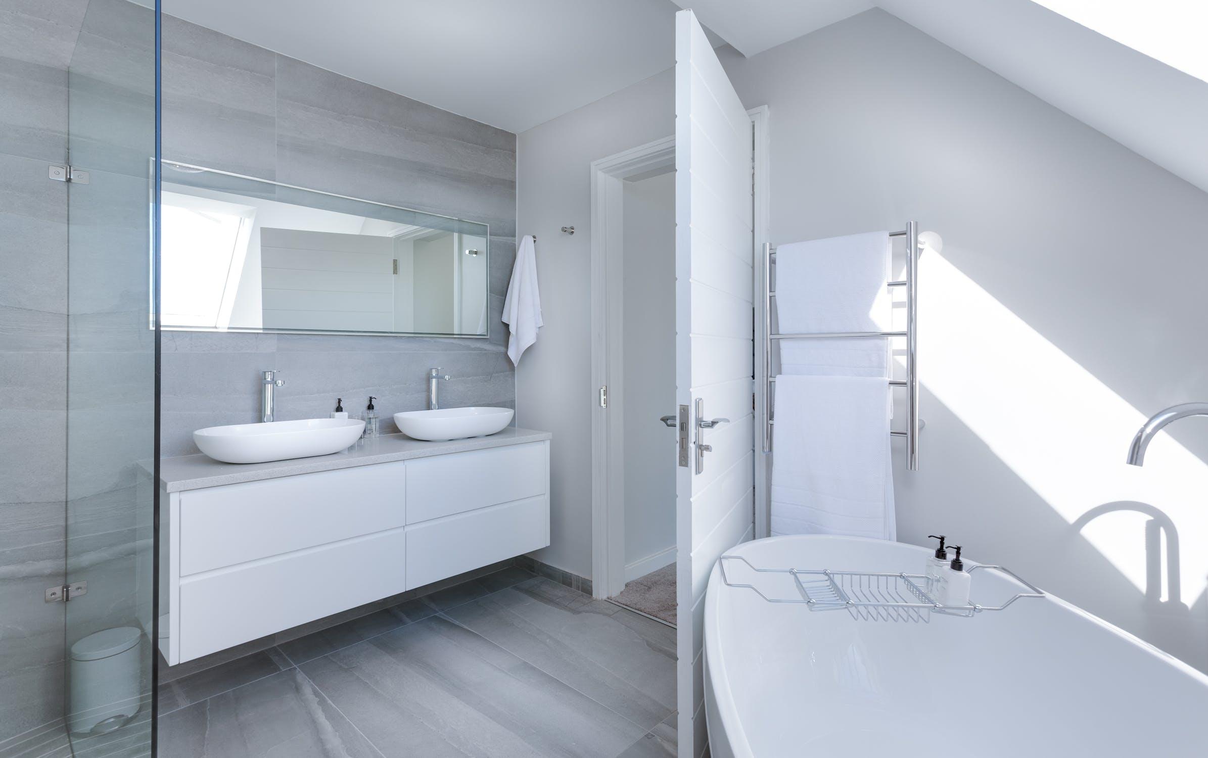 Bathroom image from Pexels