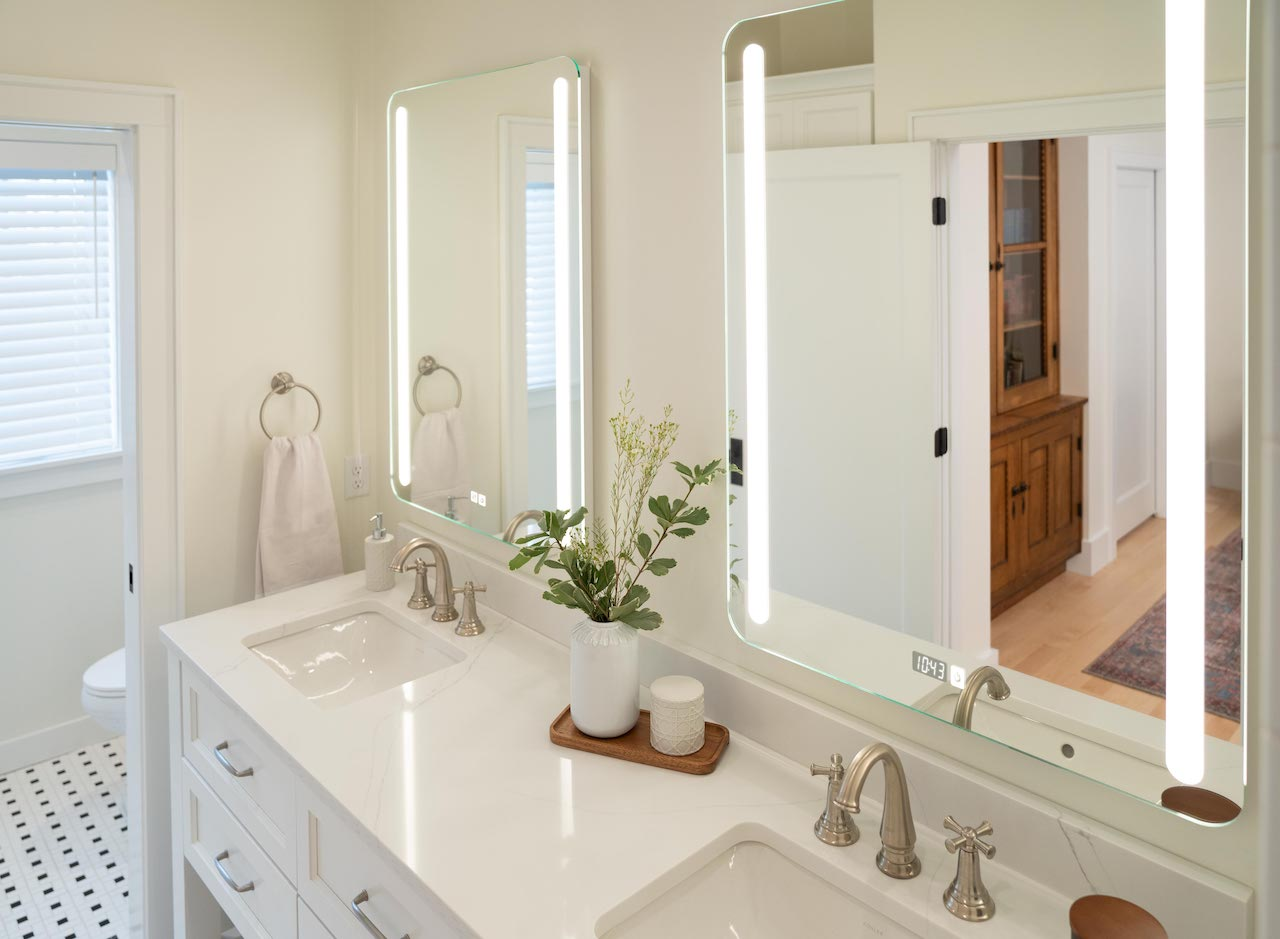 Seura Releases Lighted Mirrors with Touch Control